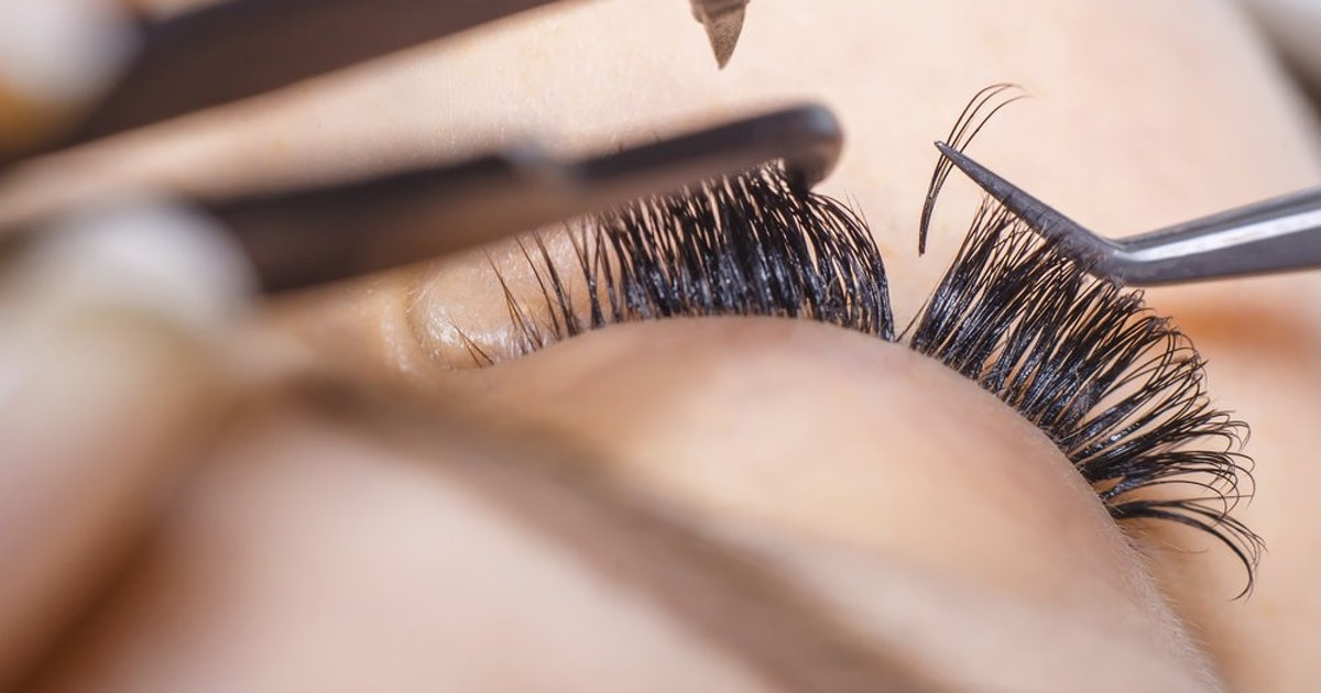 17e20e15de9 The 5 Best False Eyelash Glues