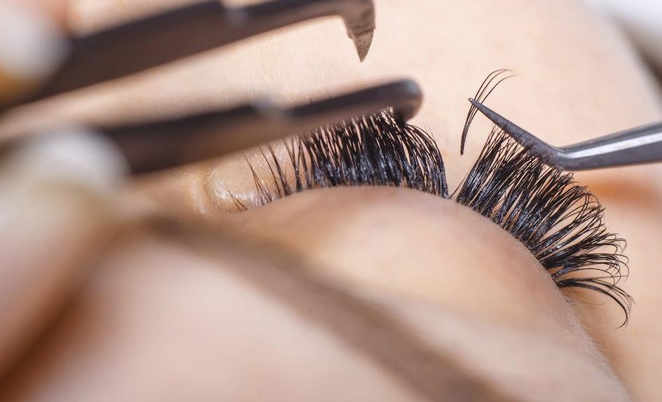 The 5 Best False Eyelash Glues