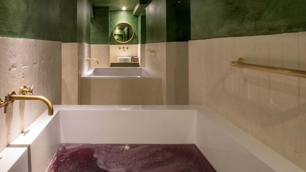 Højmoderne Wine Therapy Spa Treatments Are A Thing, So You Can Have Your Vino LA-08