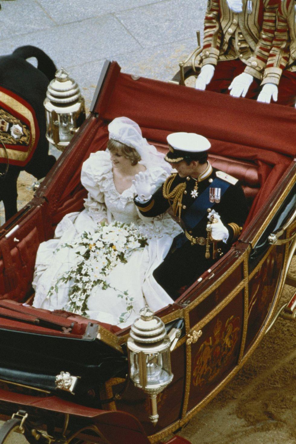 Photos Of Princess Diana\'s Wedding Dress Are Royal Goals