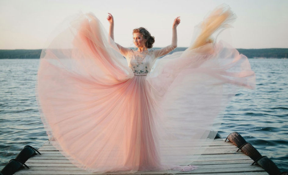 25 captions for wedding dress pictures that ll make you stand out