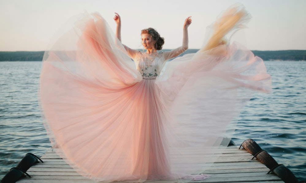 25 Captions For Wedding Dress Pictures That\'ll Make You Stand Out ...