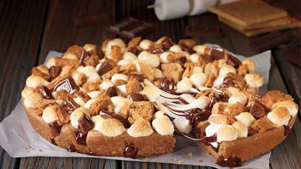Pizza Hut Apple Pie >> Pizza Hut S Hershey S Toasted S Mores Cookie Is Back