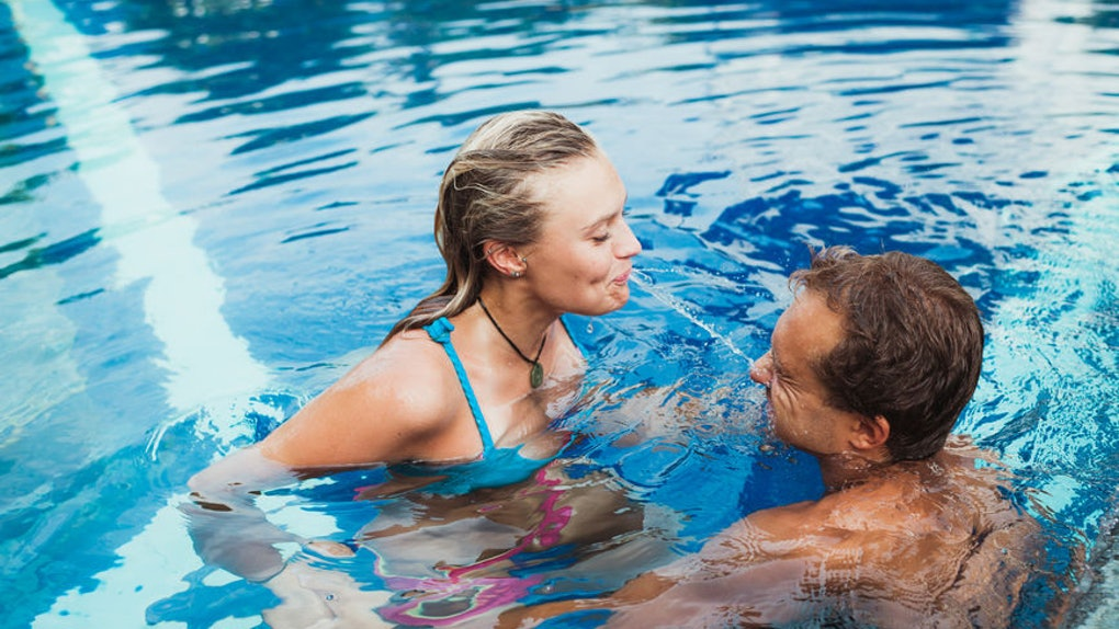 Is It Safe To Have Sex In A Pool Or Hot Tub Experts Explain It All