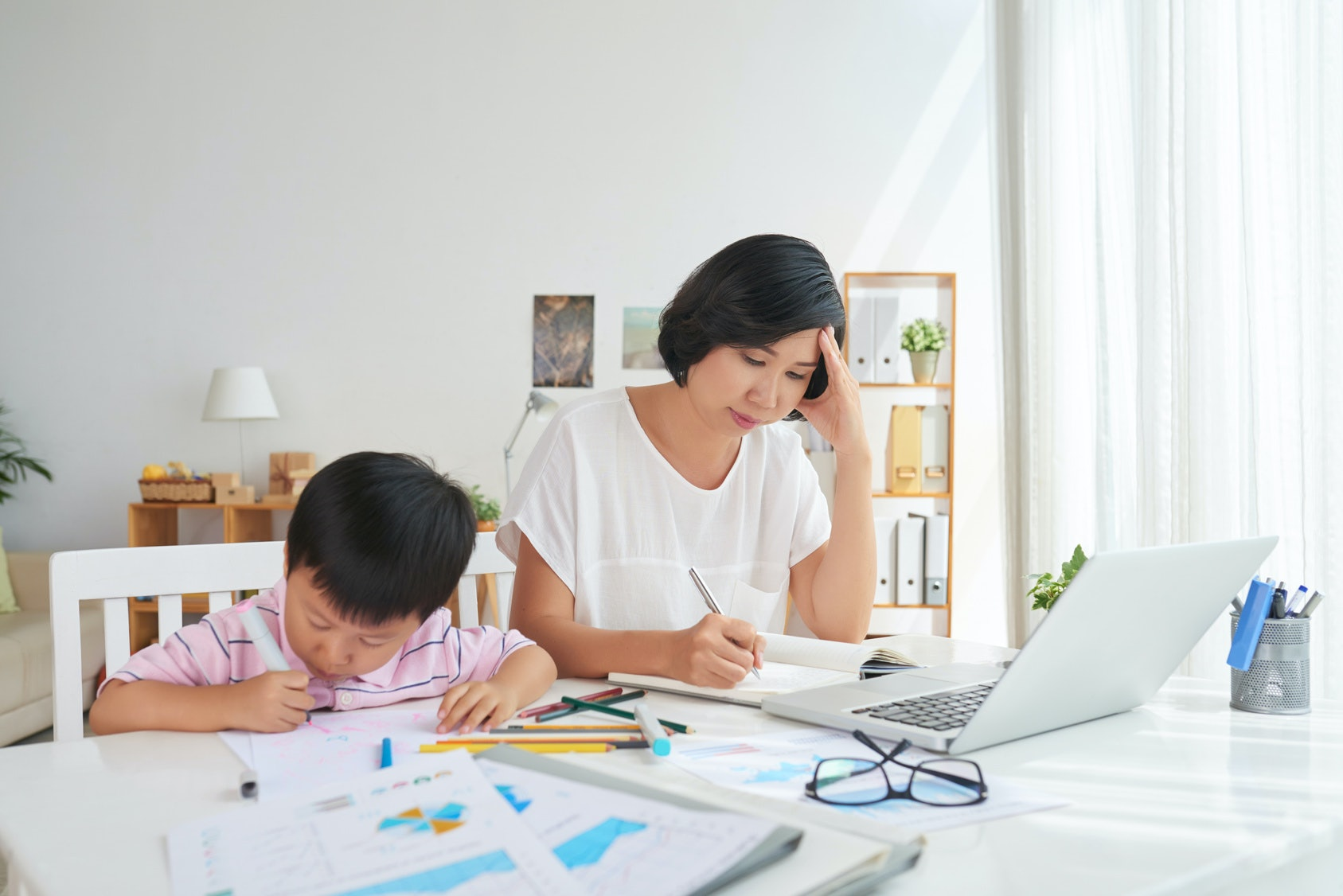 81e08a146 4 Facts About Moms' Equal Pay Day That Will Make You Angry, Then Spur You  Into Action