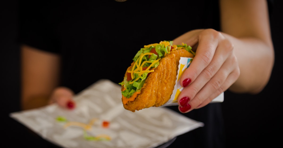 Hungry Detective Review:Taco Bell Naked Chicken Chalupa