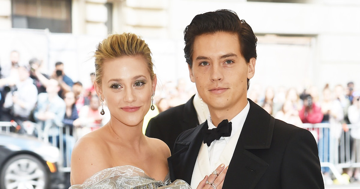 Cole Sprouse  Lili Reinharts Red Carpet Debut Gave These 6 Clues Into Their Bond-7263