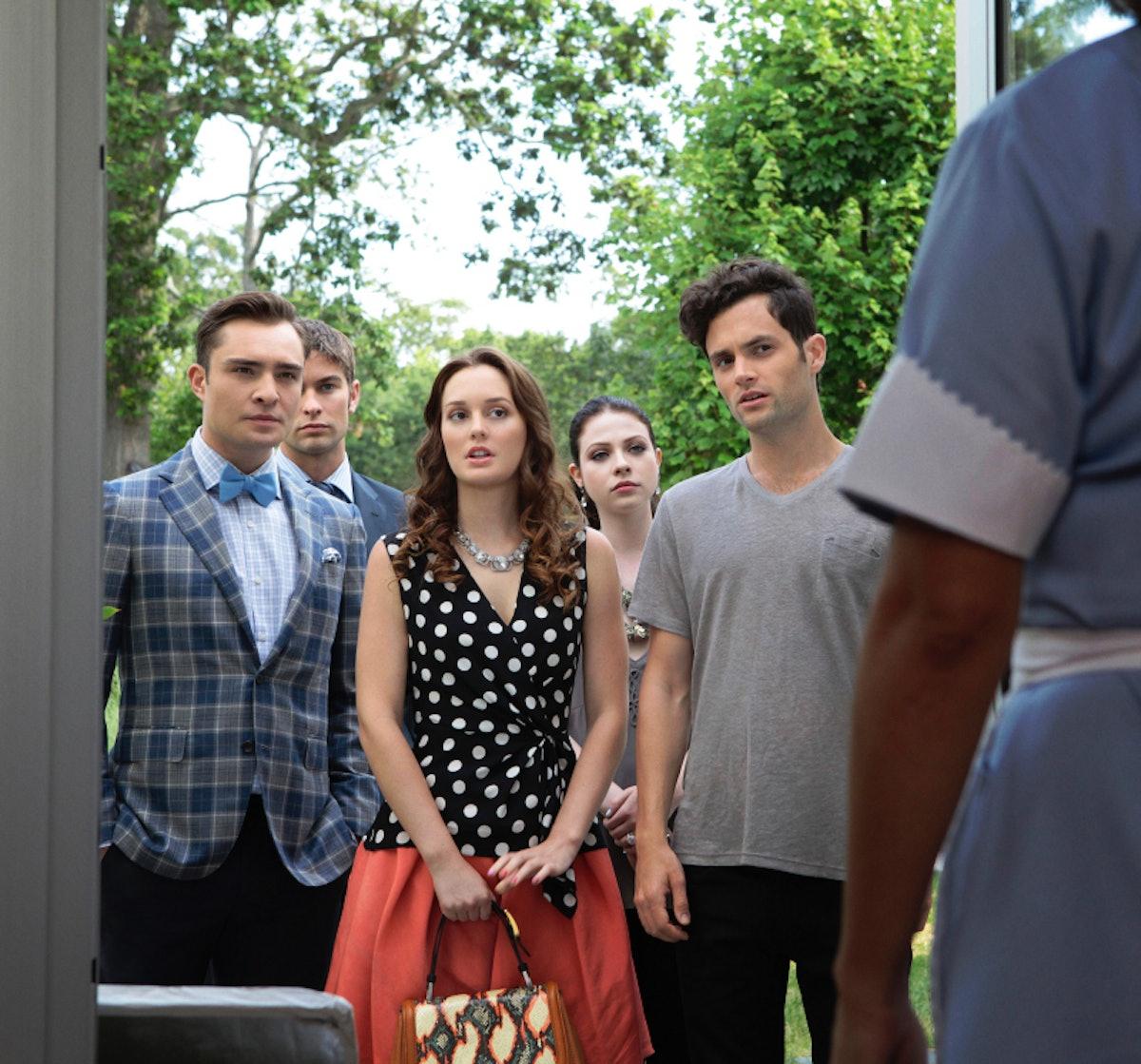 Chuck, Nate, Georgina, Blair, and Dan on the set of 'Gossip Girl'