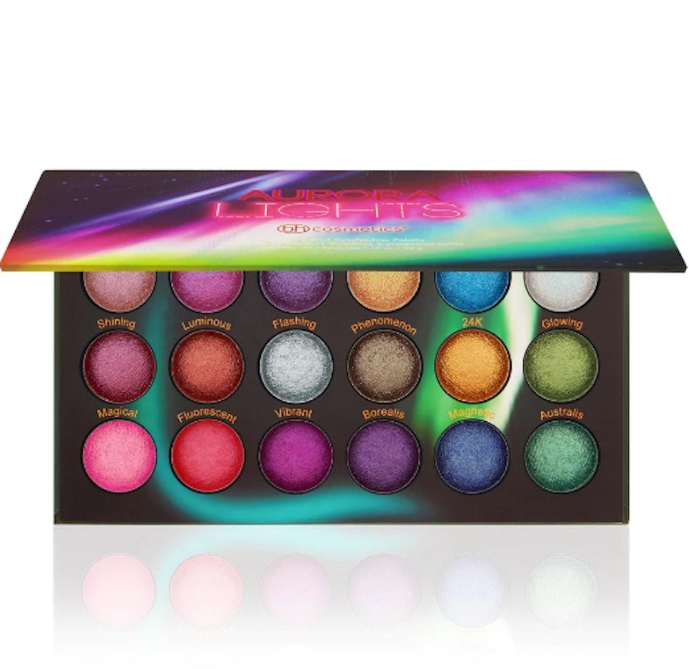Znalezione obrazy dla zapytania BH Cosmetics Aurora Lights Galaxy Palette