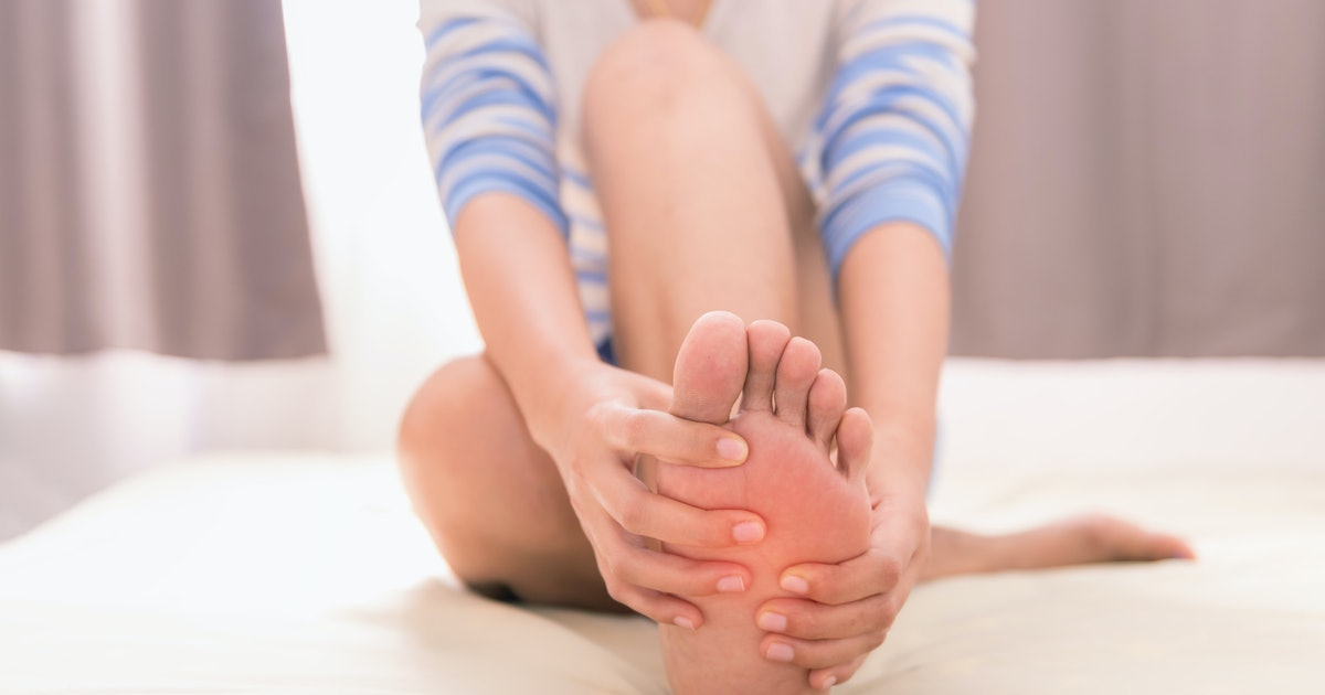 If Your Hands & Feet Are Always Falling Asleep, You Might Have 1 Of These 6 Health Issues