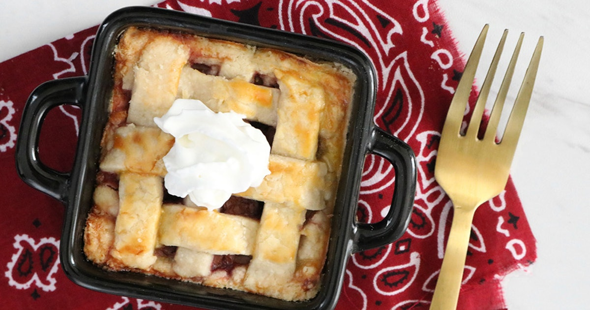 This Cherry Pie Recipe For One Person Is The Cutest Thing You Could Make This Fourth Of July