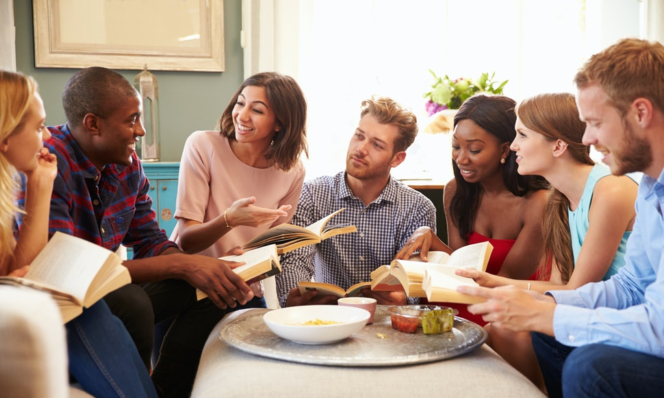 12 Tips For Hosting A Successful Book Club Meeting When No One Read The Book by Melissa Ragsdale for Bustle