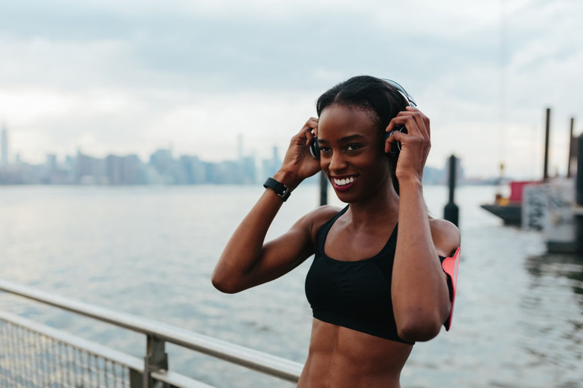 5 Podcasts To Listen To While You Work Out If Music Doesn't Keep You Moving