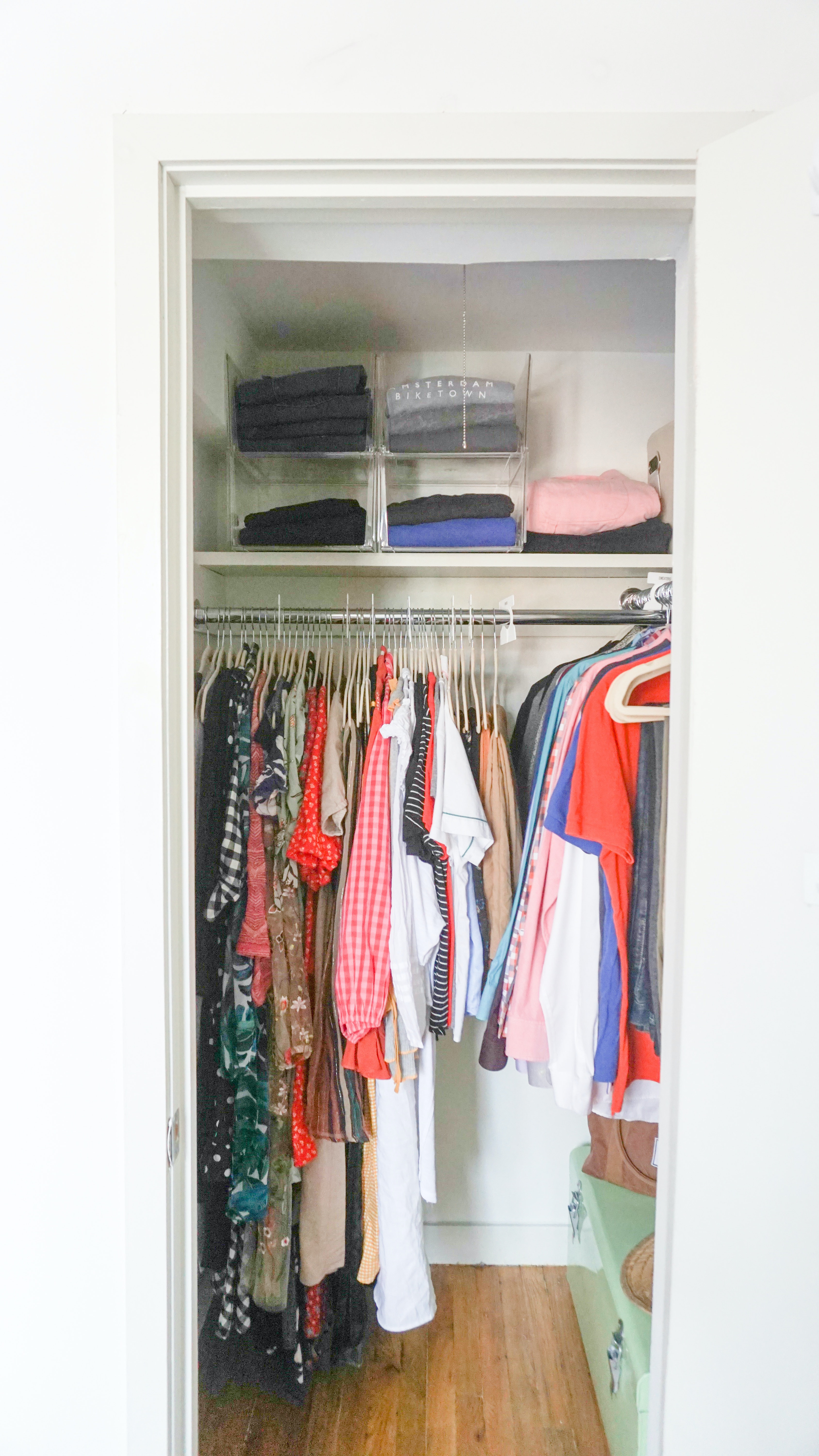 How To Organize A Small Closet According To A Professional