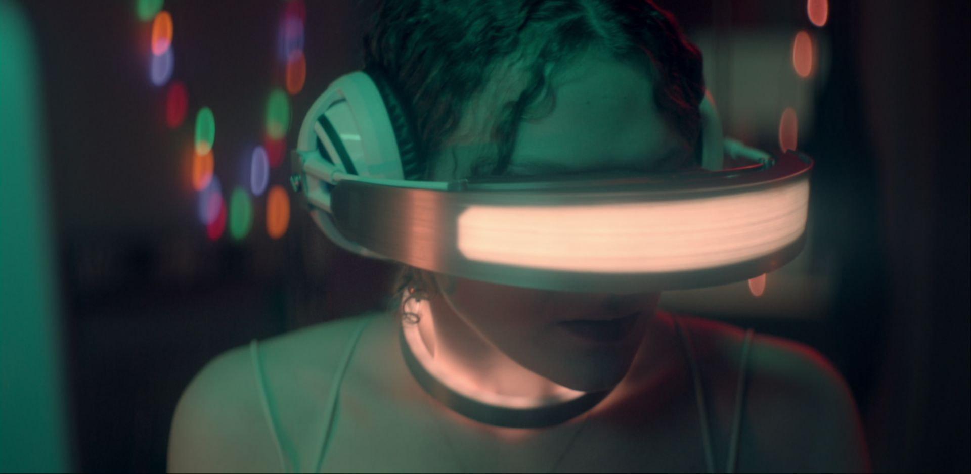 what does virtual kiss mean