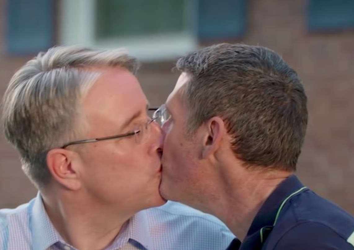 How long after hookup first kiss