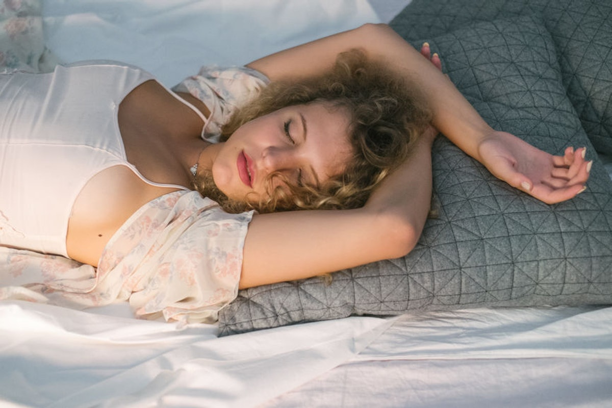 8 Podcasts To Fall Asleep To Because Switching Off & Relaxing Is A Lot Harder Than It Looks