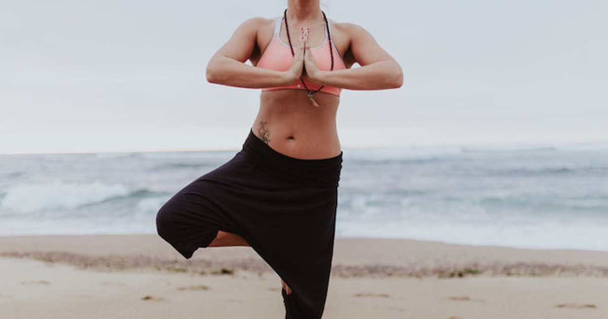 """How To Get Better At Balancing In Yoga By Using Your """"Quiet Eye,"""" Because Yes, That's A Thing"""