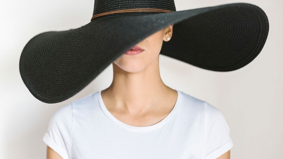 c84866523 Giant Straw Hats Are The Viral Trend Of The Summer, So Here's How To ...