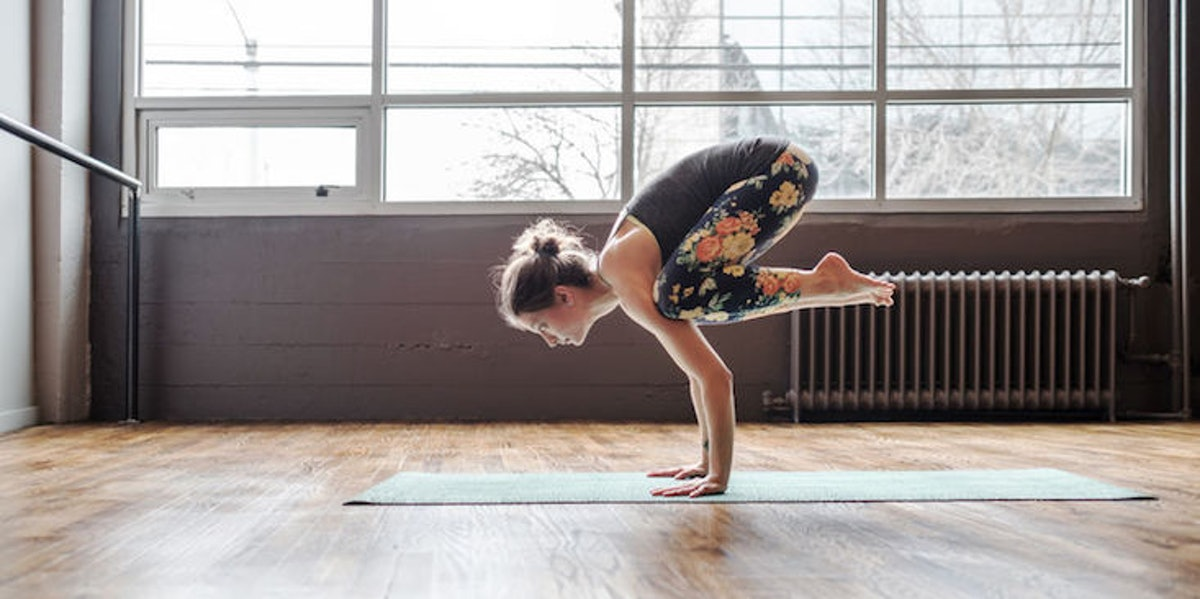 10 Full Body Yoga Poses That'll Help You Cultivate Good Vibes From Head To Toe