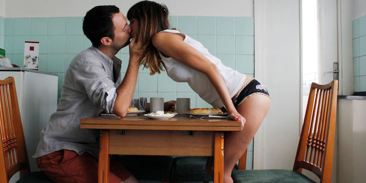 5 Signs Someone Only Wants A Hookup That You Can Spot From The First Time You Kiss