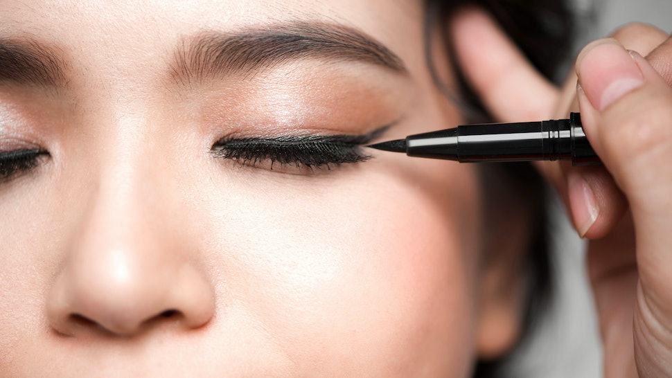 The 5 Best Eyeliners For Oily Lids