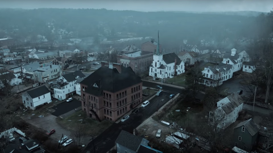 Is Castle Rock A Real Place The Hulu Show Revisits Stephen King S