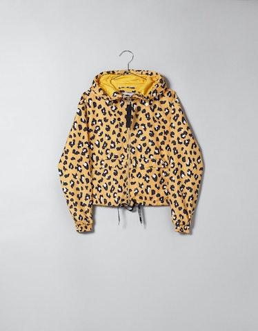 Short jacket with hood