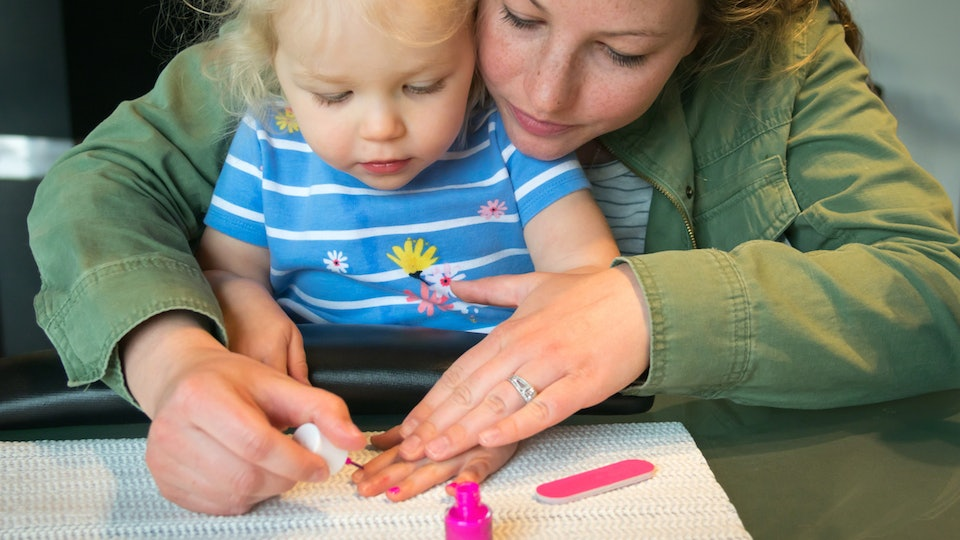 8 Non-Toxic Nail Polish Brands Safe For Kids, That Moms Can Rock, Too