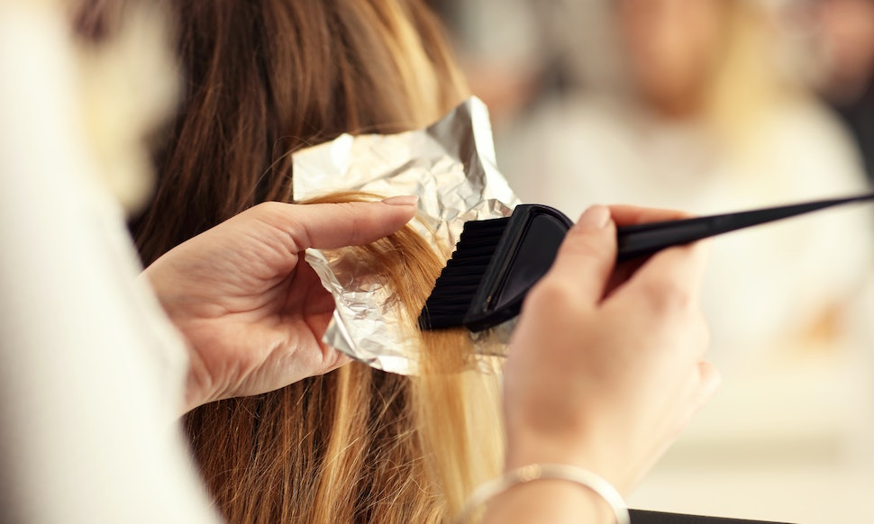 7 Steps Of Bleaching Your Hair At The Salon Because That Burning
