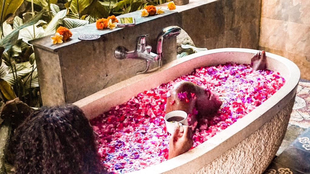 I Bathed In The Flower Bath Everyone S Obsessed With On