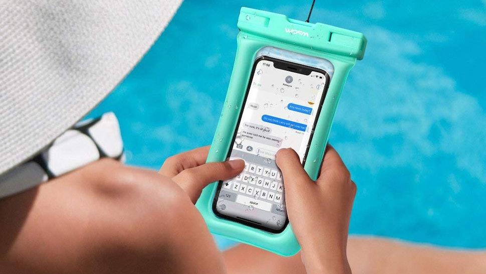 057629d8a34 The 3 Best Waterproof Phone Bags