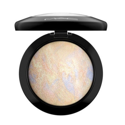 "Mineralize Skinfinish in shade ""Lightscapade"""