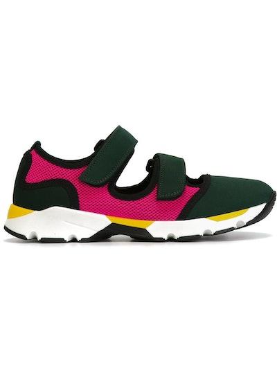 Fastening Sneakers