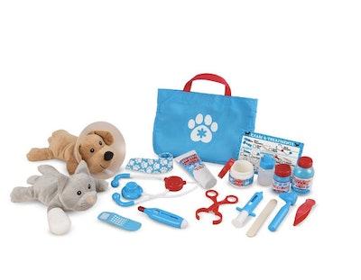 Melissa & Doug Examine & Treat Vet Play Pet Set