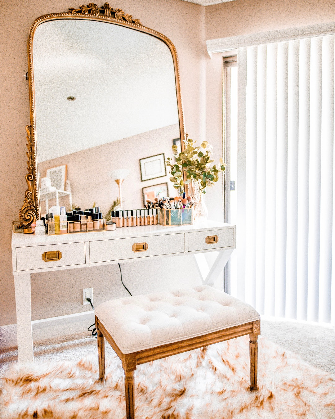 7 Makeup Organizing Hacks That Your Favorite Beauty Bloggers Actually Use  sc 1 st  Bustle & 7 Makeup Organizing Hacks That Your Favorite Beauty Bloggers ...