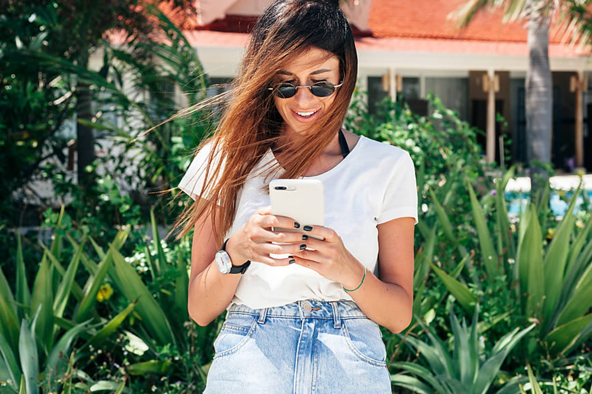 "10 Clever Questions To Ask When You're Texting, Because ""What's Up?"" Isn't Cutting It"