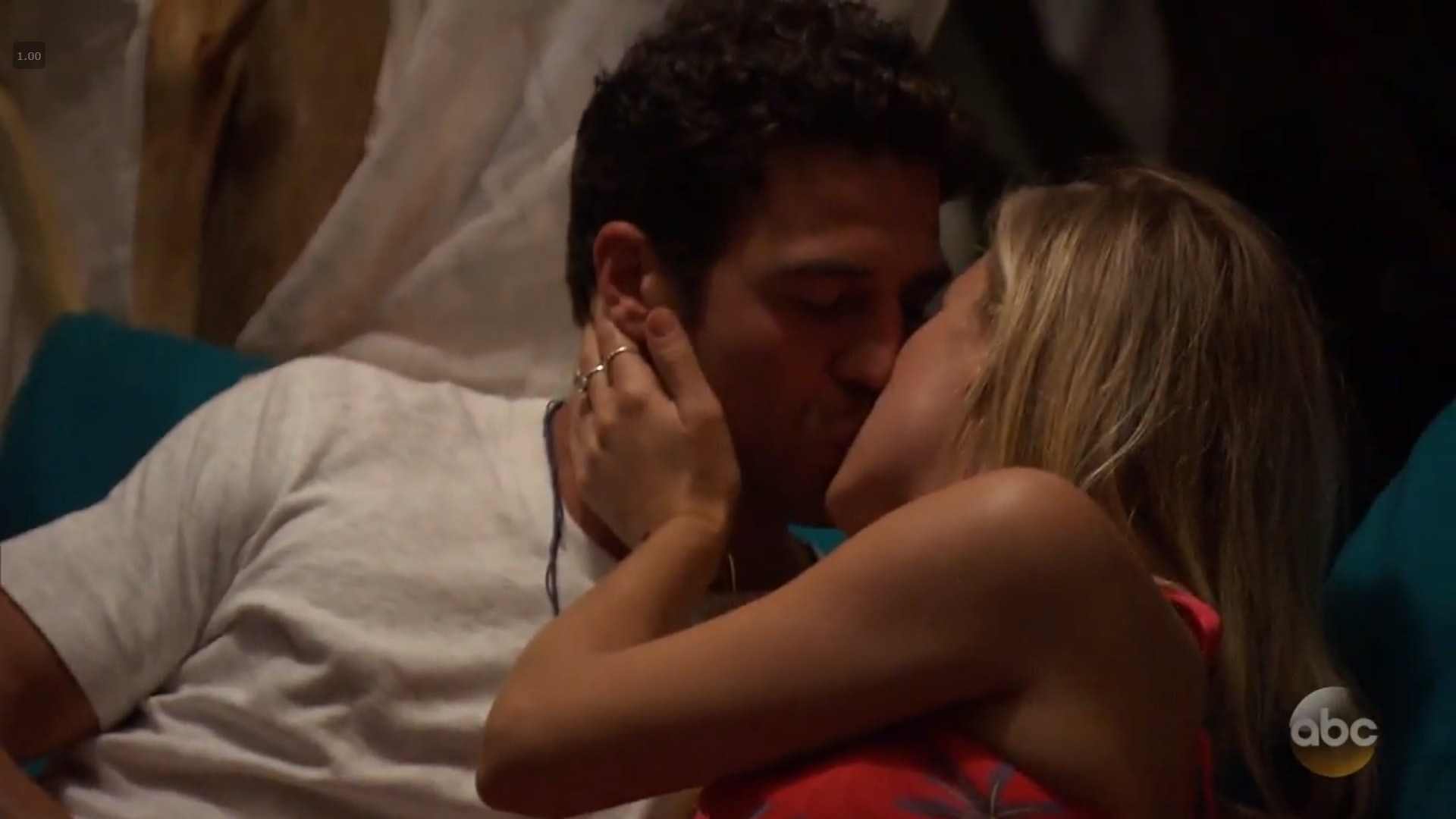Who Kissed On The 'Bachelor In Paradise' Season 5 Premiere