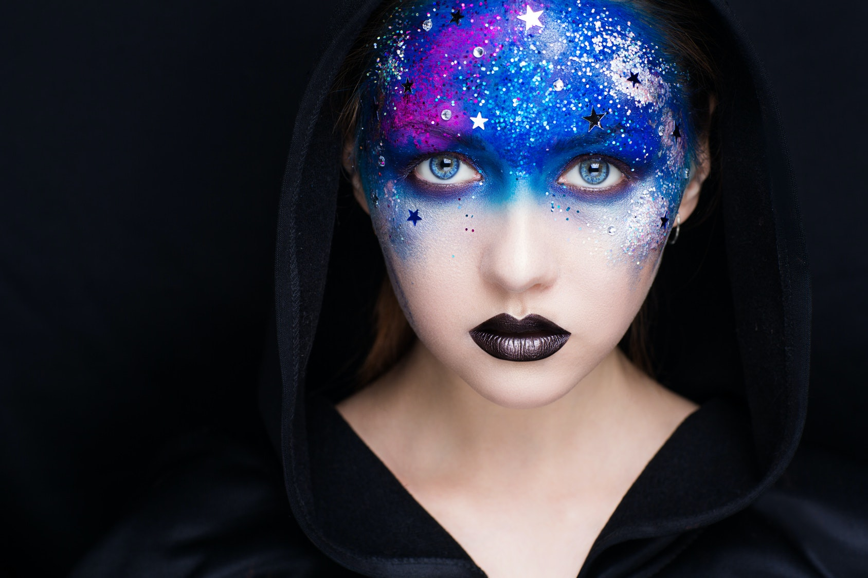 57b8b996e55dd 30 Captions For Alien Costume That Are Out Of This World