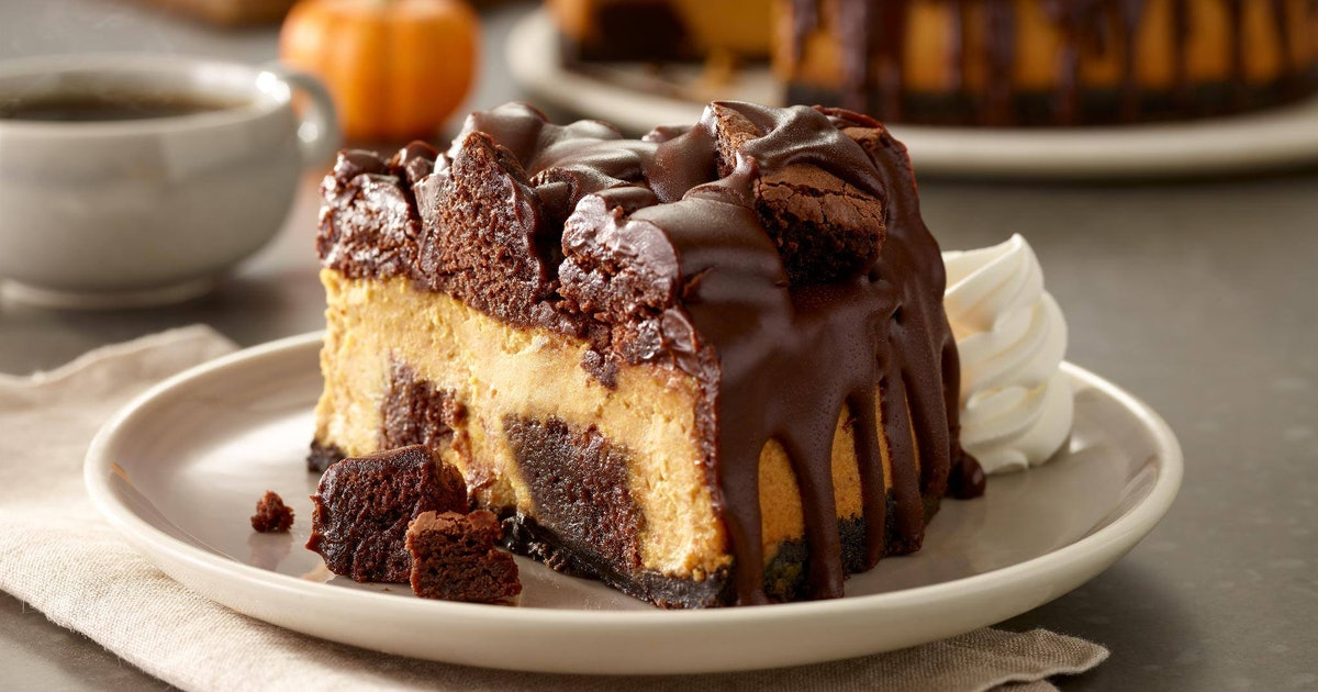 Olive Garden 39 S Chocolate Chunkin Pumpkin Cheesecake Is Made With Brownies A Legit Cookie Crust