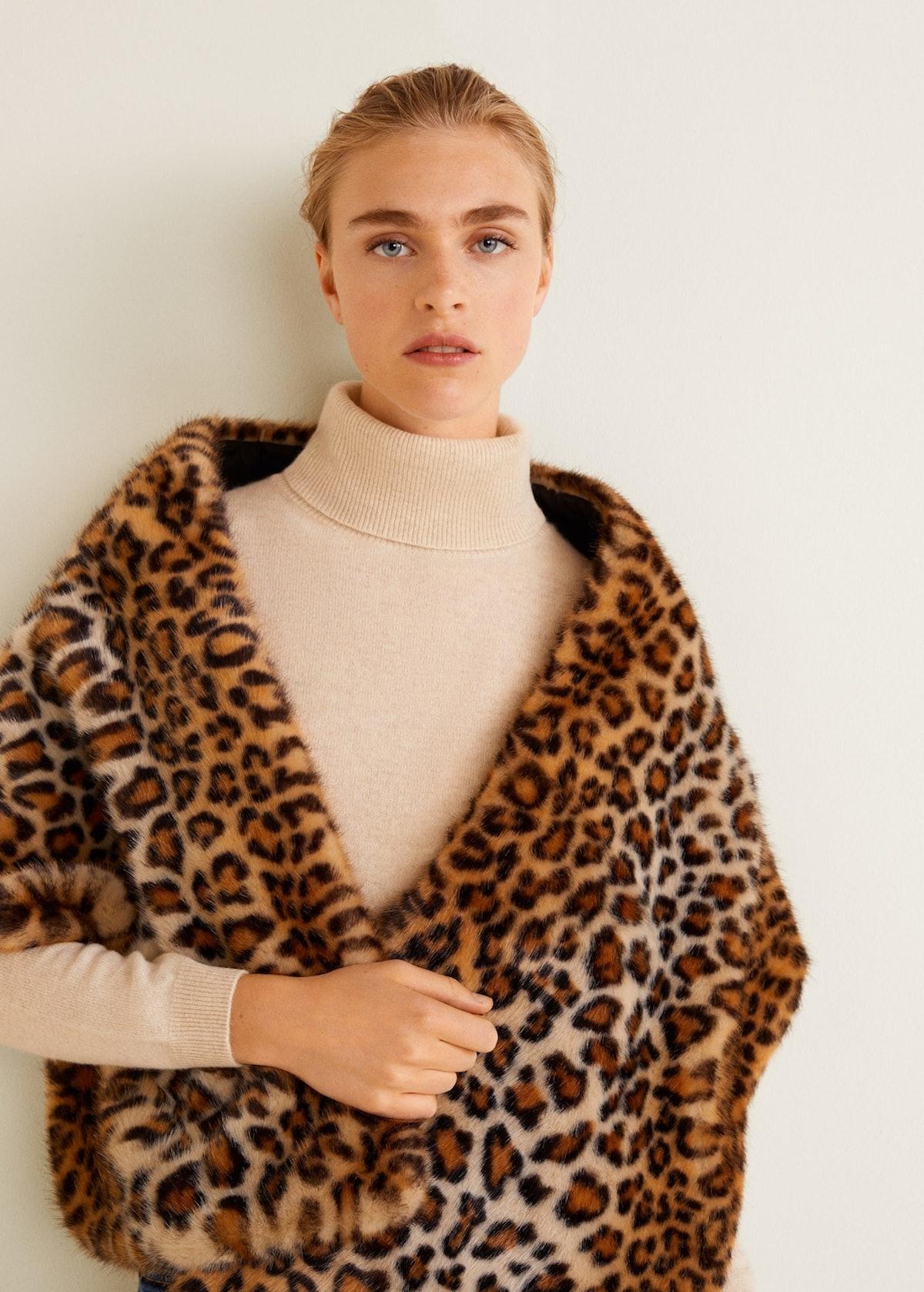 Faux fur leopard stole