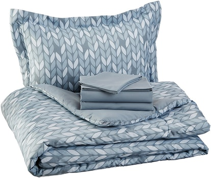 AmazonBasics Bed-In-A-Bag Set (5 Piece)