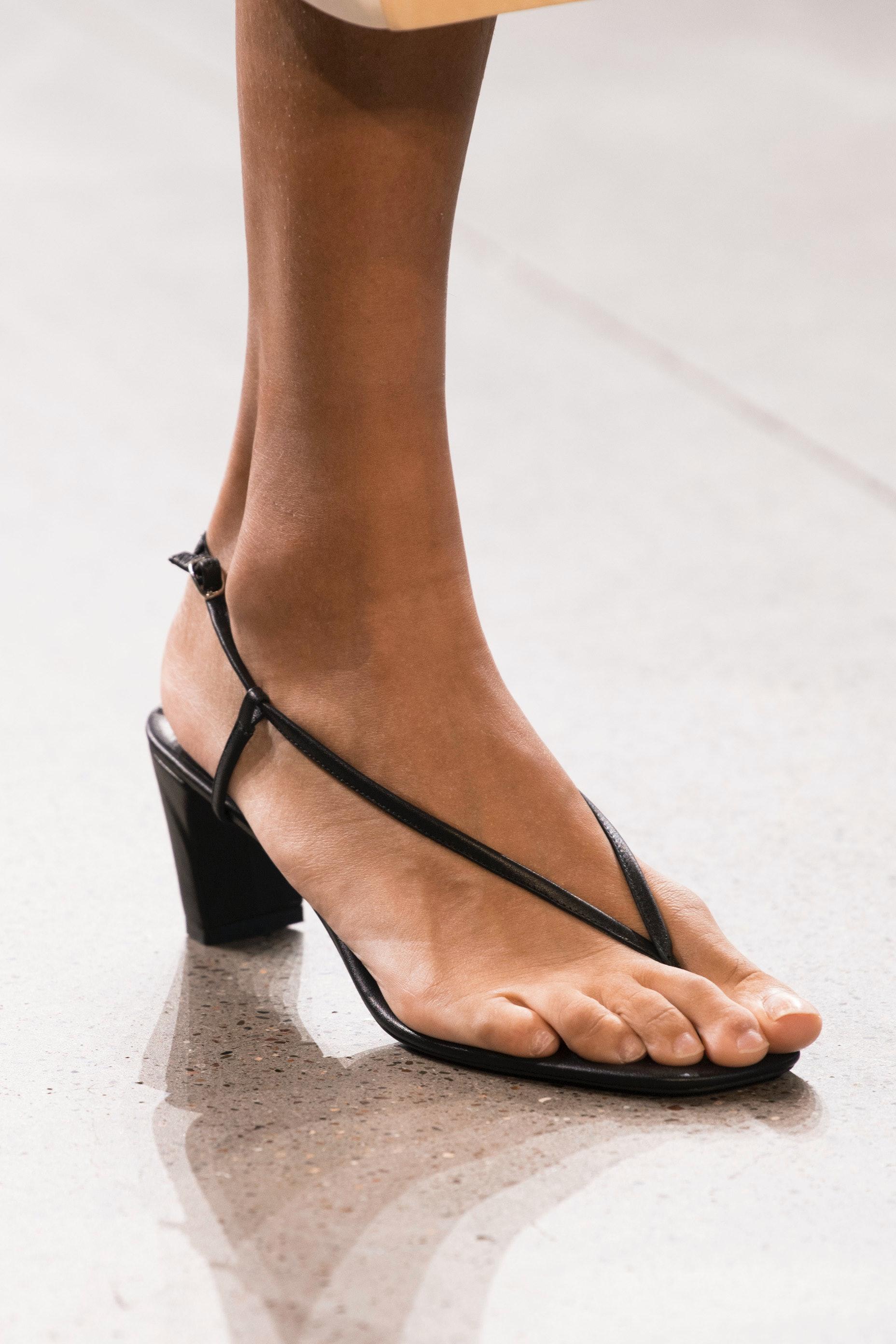 How to Wear Flip Flops, The Major Shoe