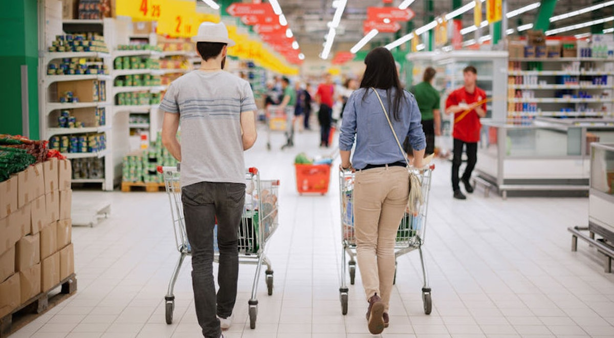 7 Funny Pickup Lines To Try At The Grocery Store That Aren't Too Cheesy