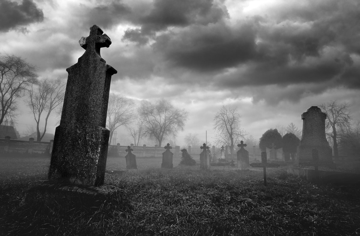 10 Creepy Old Wives' Tales About Death That Are Actually True