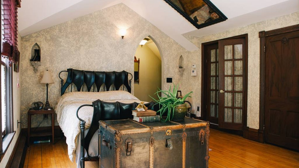13 Haunted Airbnb Spots You Can Book Right Now