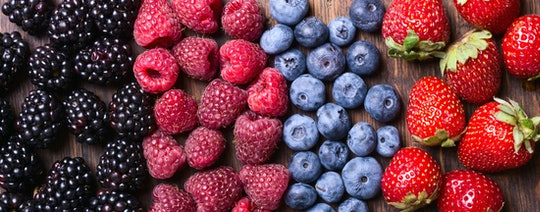 Berries are a great anti-inflammatory food choice for pregnant women to reduce their swelling.