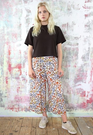 Wide legged waist rainbow leopard trousers? Sign me the heck up RN. Yapyap's team are based in Manchester and sell some of the cutest co-ords in the biz. Also, very reasonably priced and super original. You will be er... yapping to all your friends about it.
