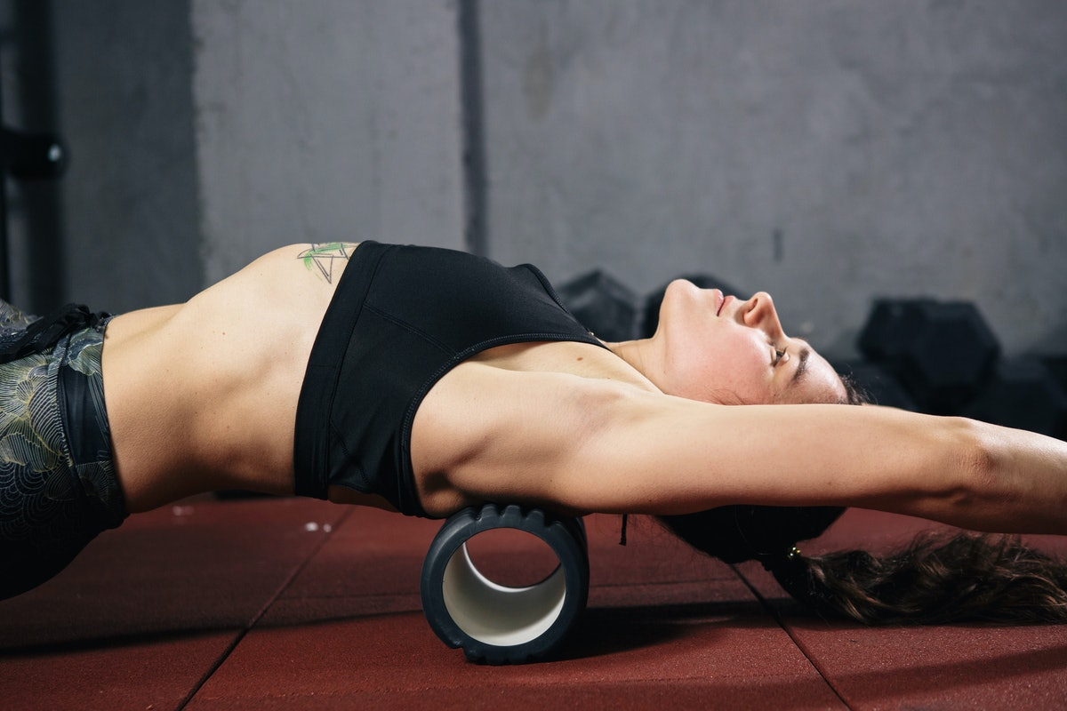 Is Foam Rolling Actually Good For You? This Is What A Doctor Has To Say