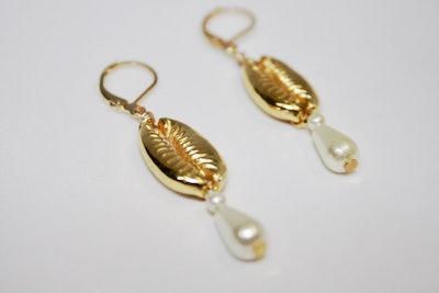 Dainty Gold Pearl Drop Earrings